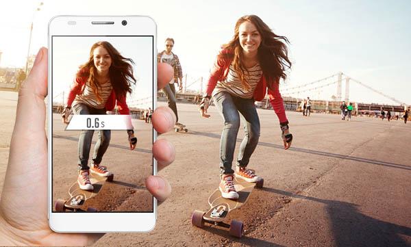 Con el Honor 6 puedes sacar una foto casi instantánea con la pantalla apagada o bloqueada, presionando dos veces seguidas el botón de bajar el volumen.