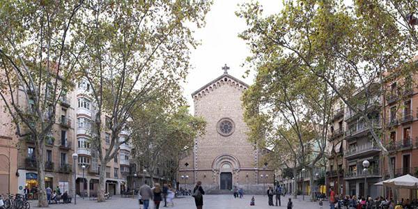 Plaza Virreina en el barrio de Gracia Barcelona