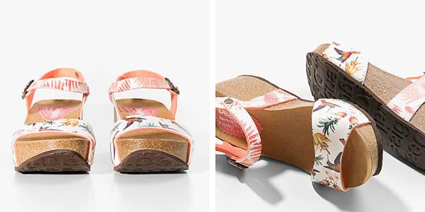 sandalias Desigual con estampado tropical y hebilla en el tobillo