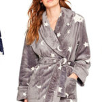Chollo albornoz Iris & Lilly de estrellas en colores azul o gris para mujer