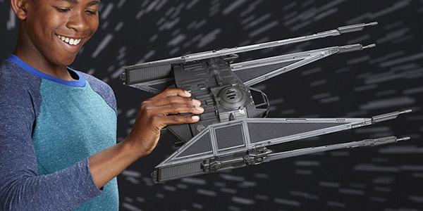 Pack vehículo y figura Star Wars - Kylo Ren's Tie Silencer (Hasbro C1252EU4) chollo en Amazon