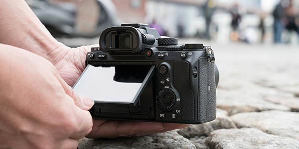 Sony Alpha α7 III ILCE7M3 con pantalla inclinable