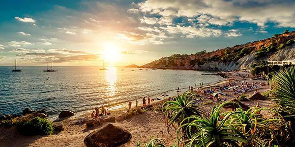 Escapada a Ibiza desde sólo 191€ incl. vuelos y 3 noches en hotel de 4* con MP