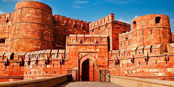 viaje barato a India con guía turístico